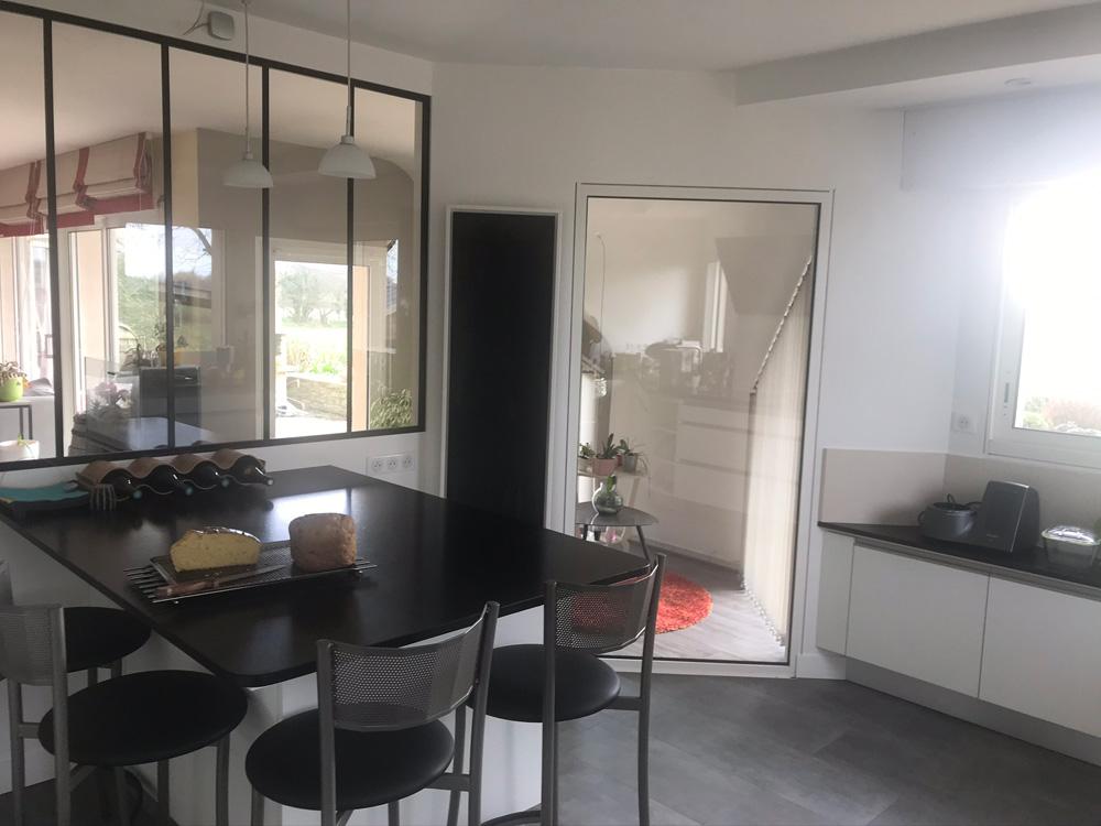 Photo d'un radiateur électrique a inertie décoratif design eternity, 1500w, vertical, couleur noir, 155x45cm, cuisine salle a manger maison appartement