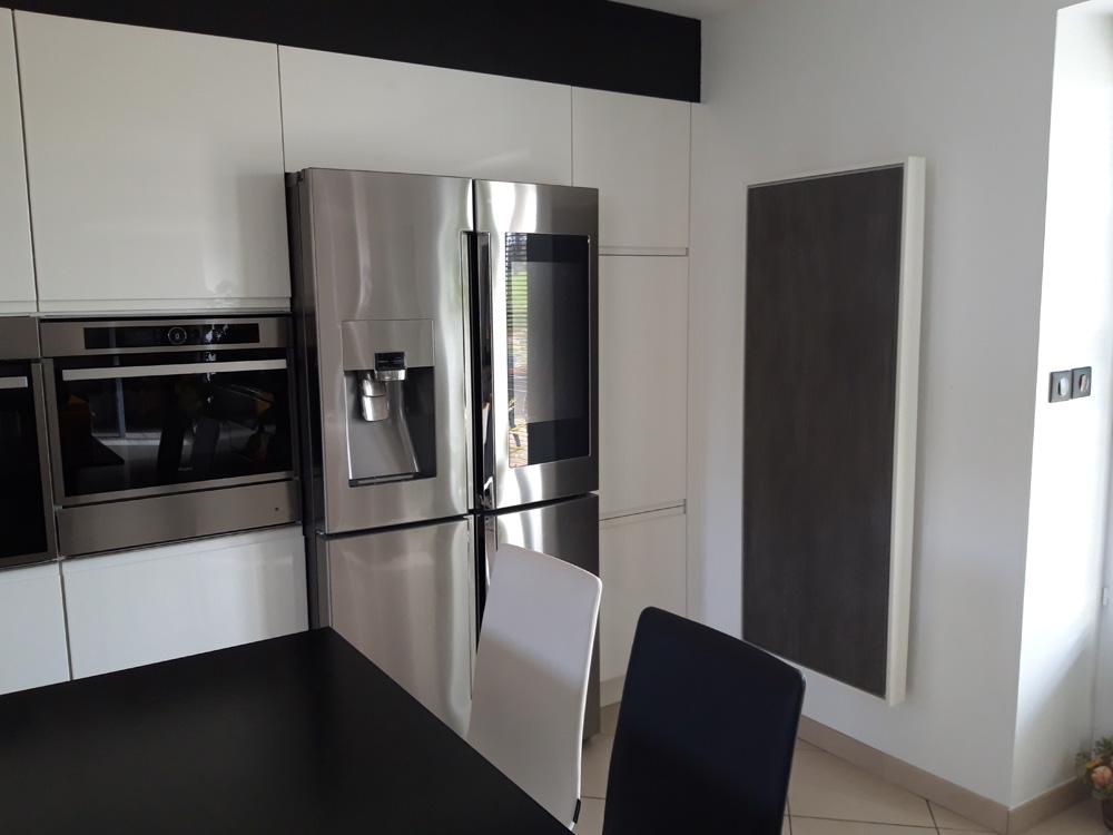 Photo d'un radiateur électrique a inertie décoratif design eternity, 2500w, vertical, couleur anthracite, 155x60cm, cuisine salle a manger maison appartement