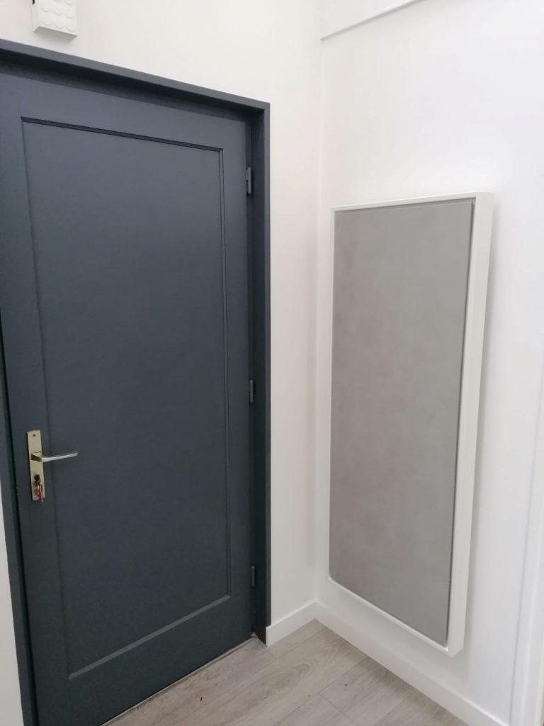 radiateur electrique a inertie decoratif design eternity, 2400w, vertical, couleur gris clair, 155x60cm, hall d'entrée maison